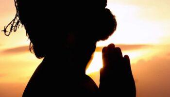 ¿Cómo orar eficazmente según la Biblia?