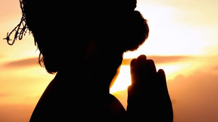 ¿Cómo orar eficazmente según la Biblia?  - Consejos inspiradores