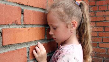 9 signos de negligencia emocional en la infancia