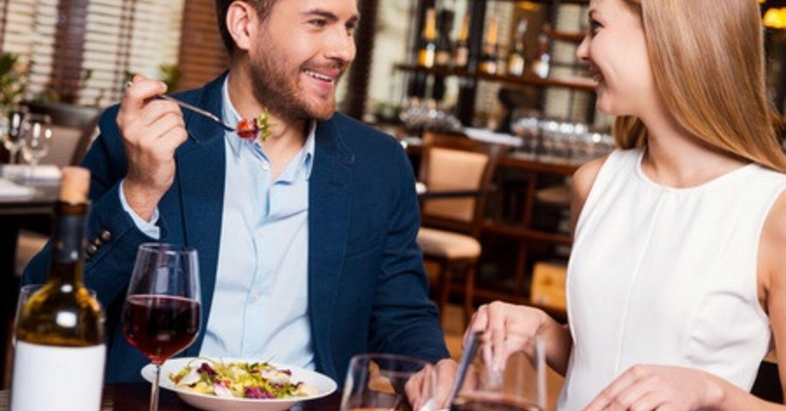 5 señales no verbales de que alguien está interesado en ti